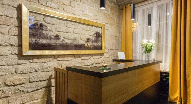 PRATIC HOTEL, 9 rue d ormesson, 75004 Paris France